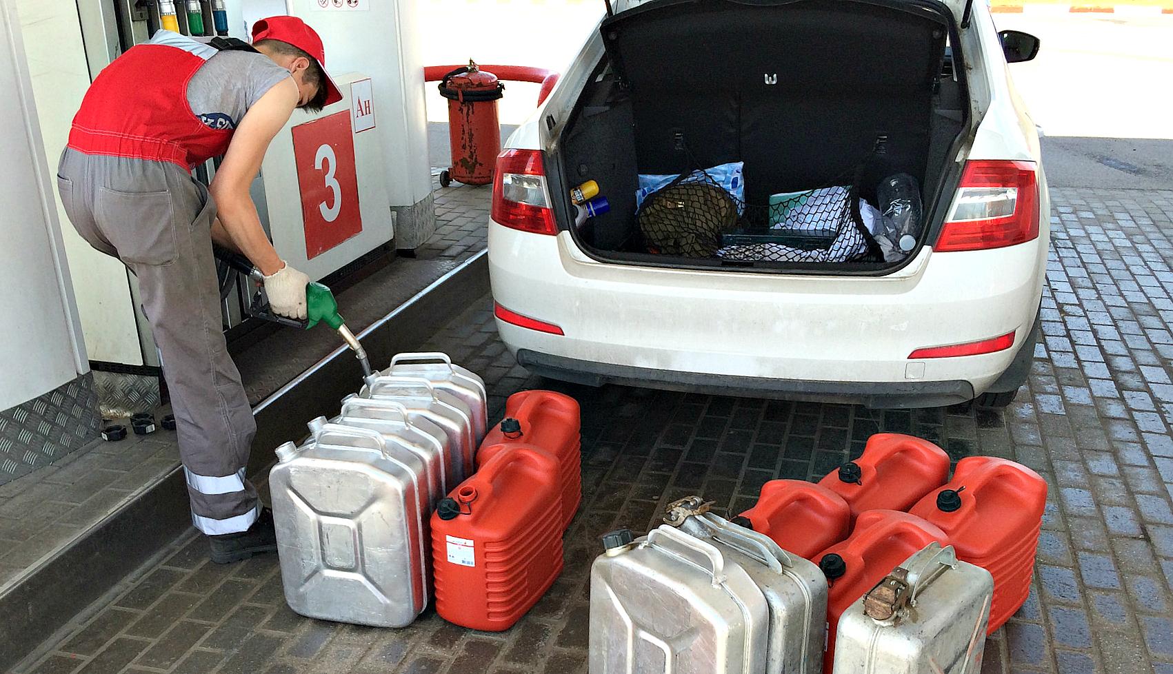 Как перевезти бензин в автомобиле и не лишиться прав?